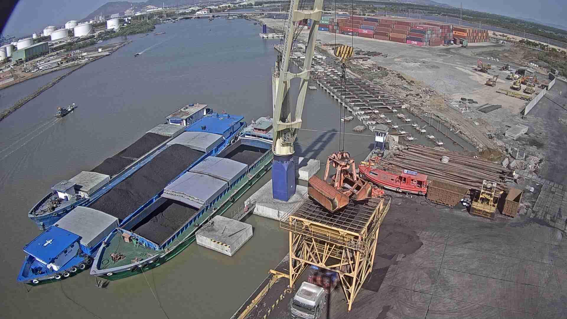 Hoạt động nhập khẩu than vào Việt Nam liệu có dễ dàng?